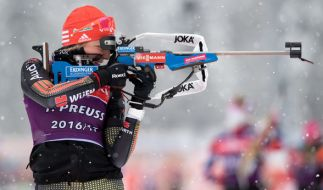 Die deutsche Biathletin Franziska Preuß nimmt mit ihren Kolleginnen Vanessa Hinz, Maren Hammerschmidt und Laura Dahlmeier bei der 4x6-Kilometer-Staffel den Sieg ins Visier. (Foto)