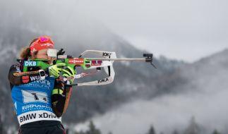 Laura Dahlmeier beim Biathlon-Weltcup in der Chiemgau Arena in Ruhpolding vor dem Start der 4 x 6 km Staffel der Damen beim Anschießen am Schießstand. Deutschland gewann vor Frankreich und Norwegen. (Foto)