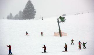 Wintersportler freuen sich auf ein perfektes Wochenende mit viel Neuschnee. (Foto)