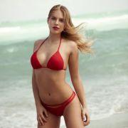 Anna (24) ist hübsch, selbstbewusst, aber vor allem ehrgeizig und hat keine Angst davor sich der Konkurrenz zu stellen.