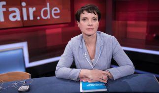 Frauke Petry verteidigte bei Frank Plasberg den Tweet ihres Ehemanns. (Foto)