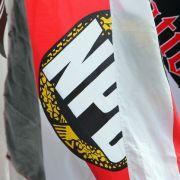 Karlsruhe lehnt NPD-Verbot ab (Foto)