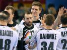 Die deutschen Handabller Steffen Fäth und Finn Lemke freuen sich nach dem Vorrundenspiel gegen Saudi Arabien, das die DHB-Auswahl mit 38:24 gewann, über den Sieg, der die Mannschaft vorzeitig ins Achtelfinale gebracht hat. (Foto)