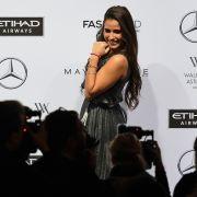 Sarah Lombardi stellte sich auf der Fashion Week Berlin den Fotografen.