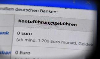 Das kostenlose Girokonto wird zur Seltenheit. Viele Banken verlangen für ihre Dienstleistung inzwischen eine Kontoführungsgebühr. (Foto)