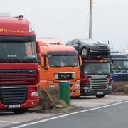 Foto-Beweis! LKW plötzlich in Erdloch verschwunden (Foto)