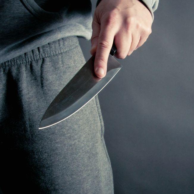 Mann sticht Ex-Freundin vor Augen der Polizei nieder (Foto)