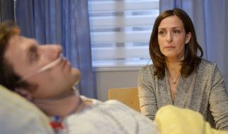 Katrins (Ulrike Frank) Schock über Tills (Merlin Leonhardt) Krankheit sitzt tief. (Foto)