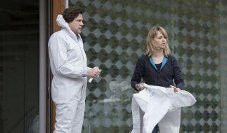 Kommissarin Heller (Lisa Wagner, r.) und Kommissar Verhoeven (Hans-Jochen Wagner, l.) ermitteln in einer Serie von Raubmorden. (Foto)