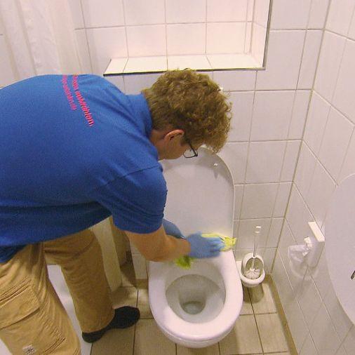 Hier wird Thomas Hoyer vom Millionär zum Klo-Putzer (Foto)