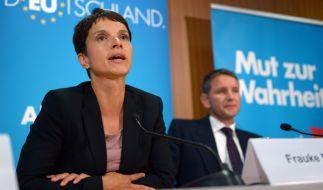 Frauke Petry (links) hat sich angeblich für einen Rauswurf von Björn Höcke aus der AfD stark gemacht. (Foto)