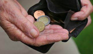 In der Debatte um die Bekämpfung von Altersarmut hat die Rentenversicherung vor falschen Strategien gewarnt. (Symbolbild) (Foto)