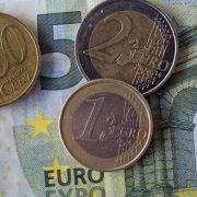 Unbekannter zahlt mit SS-Euro-Münze (Foto)