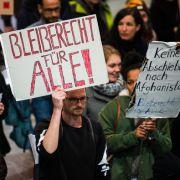 Erste Sammelabschiebung 2017von Protesten begleitet (Foto)