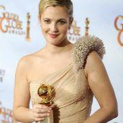 Auch Schauspielerin Drew Barrymore ließ sich die Brüste verkleinern. Und das ebenfalls bereits im zarten Alter von gerade einmal 17 Jahren.