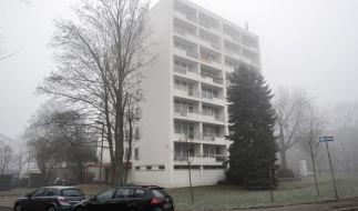 In diesem Haus in Neuss wurde ein Terrorverdächtiger festgenommen, sein Wiener Komplize gab zu eine Testbombe gebaut zu haben. (Foto)