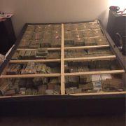 Betrüger hortet 20 Millionen Dollar in seiner Matratze (Foto)