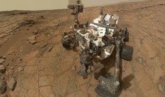 """Marsrover """"Curiosity"""" ist ganz allein auf dem roten Planeten unterwegs. Einsam fühlt er sich deswegen aber nicht. (Foto)"""