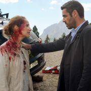 Nur knapp entkommt Sonja Schwarz (Chiara Schoras) einem Anschlag von einem Scharfschützen. Aber ihr Ehemann wird von der Kugel lebensgefährlich verletzt.