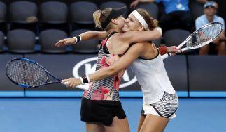Grand Slam/WTA-Tour Australian Open, Doppel, Damen, Finale am 27.01.2017 in Melbourne. Bethanie Mattek-Sands (l.) aus den USA und Lucie Safarova aus Tschechien jubeln nach ihrem Sieg über Andrea Hlavackova und Peng Zhuai. (Foto)