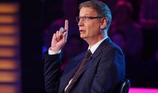 """""""Ich weiß die Antwort!"""" Günther Jauch darf bei """"Wer wird Millionär?"""" leider nicht mitquizzen, sondern darf nur die Fragen vorlesen, die den Kandidaten bis zu einer Million Euro einbringen können. (Foto)"""