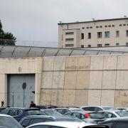 Urin und Spucke im Essen! Häftlinge drohen mit Hungerstreik (Foto)