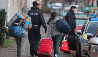 Asylbewerber sollen für eine freiwillige Rückreise Prämien erhalten. (Foto)