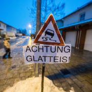 Vorsicht vor gefährlichem Glatteis! Schulen sagen Unterricht ab (Foto)