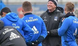 Hamburgs Trainer Markus Gisdol mit seiner Mannschaft. (Foto)