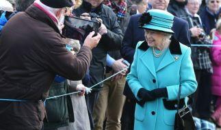 Queen Elizabeth II. beim Gottesdienst am Tag vor ihrem 65. Thronjubiläum. (Foto)