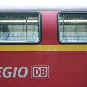 Brutales Männer-Trio prügelt auf Bahn-Mitarbeiter ein (Foto)