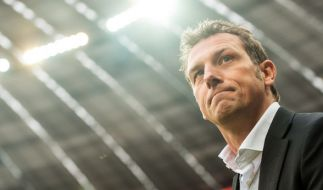 Schalke-Coach Markus Weinzierl läuft vor dem Spiel gegen Bayern München am 19. Spieltag (04.02.2017) in der Allianz Arena in München. (Foto)