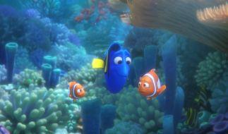 Bei ihrem Abenteuer, ihre Familie wiederzufinden, wird sie von ihrer Ersatzfamilie, den Clownfischen Marlin und Nemo, begleitet. (Foto)