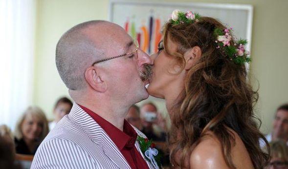 2009 heiratete Fernseh-Koch Horst Lichter seine langjährige Freundin Nada im Standesamt von Rommerskirchen. (Foto)