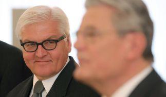 Bundespräsident Joachim Gauck (r) und Bundesaußenminister Frank-Walter Steinmeier am 14.01.2014 im Schloss Bellevue in Berlin. Steinmeier wurde am 12. Februar ins Amt des Bundespräsidenten gewählt. (Foto)