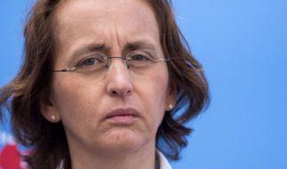AfD-Politikerin Beatrix von Storch hat für einen neuen Eklat gesorgt - diesmal motzt die stellvertretende AfD-Bundesvorsitzende gegen Homosexuelle und Regenbogenfamilien auf Twitter. (Foto)