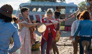Alex (Louis Held) und Bibi (Lina Larissa Strahl) jammen gemeinsam mit den Tohuwabohus. (Foto)