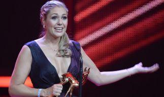 """2015 bekam Ruth Moschner den Publikums-Bambi für die Beste Unterhaltungsshow des Jahres """"Grill den Henssler"""". (Foto)"""