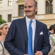 Wozu in die Ferne schweifen, wenn es auch in der deutschen Adelswelt Singles gibt! Albert von Thurn und Taxis ist das beste Beispiel dafür - der 1983 geborene Blaublüter ist heute Chef des Fürstenhauses.