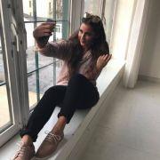 Peinlich sind auch Fotos wie diese: Ein Foto von sich während sie selbst ein Selfie aufnimmt.
