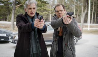 Kommissar Anders (Walter Sittler, links) und Thomas (Andy Gätjen, rechts) müssen einen Banküberfall aufklären. (Foto)