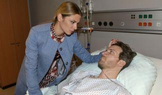 Sunny Richter (Valentina Pahde) sorgt sich um ihren Freund Felix Lehmann (Thaddäus Meilinger), der mit einer Rauchgasvergiftung ins Krankenhaus eingeliefert wurde. (Foto)