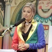 Sitzungspräsidentin Martina Kratz steht der Veranstaltung vor.