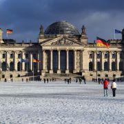 Makaber! Russen wollen Reichstag stürmen (Foto)