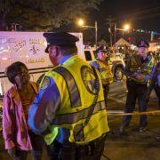 Auto rast in Karnevals-Umzug - 28 Verletzte (Foto)
