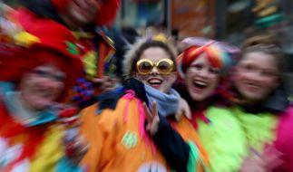 Am Rosenmontag feiern Karnevalisten nirgends so ausgelassen wie in den Karnevalshochburgen Köln, Düsseldorf und Mainz. (Foto)