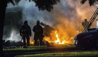 In Kalifornien ist ein Kleinflugzeug in eine Wohngegend gestürzt. (Foto)