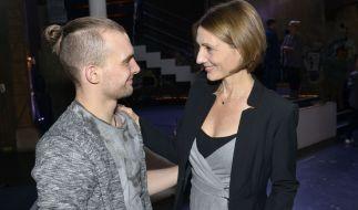 """Joana Schümer (rechts) kommt für ihren Fernsehsohn Eric Stehfest (links) zurück zu """"Gute Zeiten, schlechte Zeiten"""". (Foto)"""