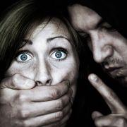 Hippie-Frau überfallen und vergewaltigt (Foto)