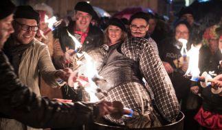 Aschermittwoch wird traditionell eine Strohpuppe verbrannt. (Foto)